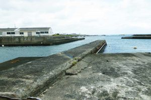 千田港の堤防