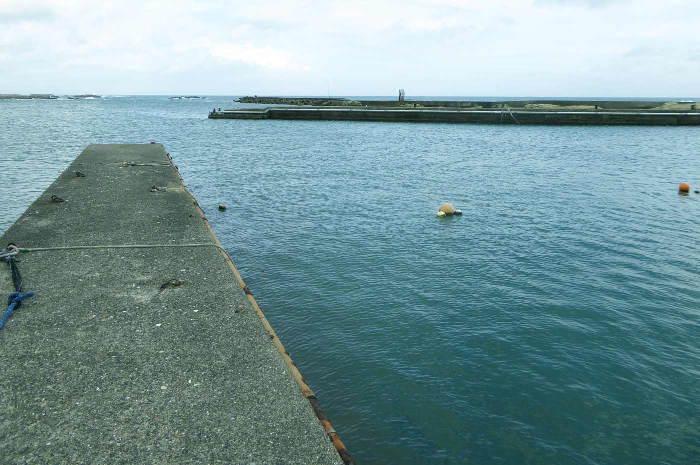 魚市場前の小突堤の画像