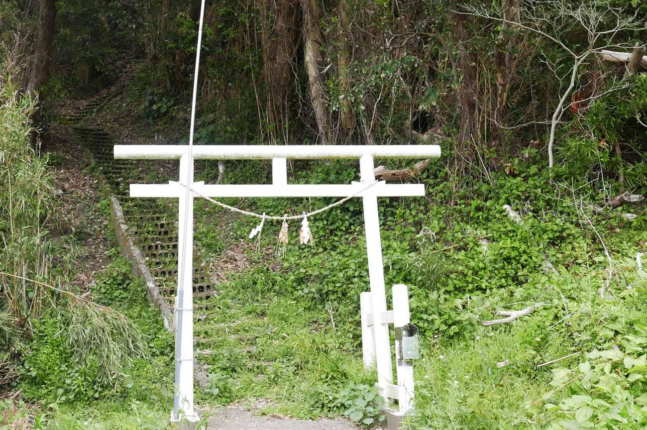 天狗神社の鳥居と参道