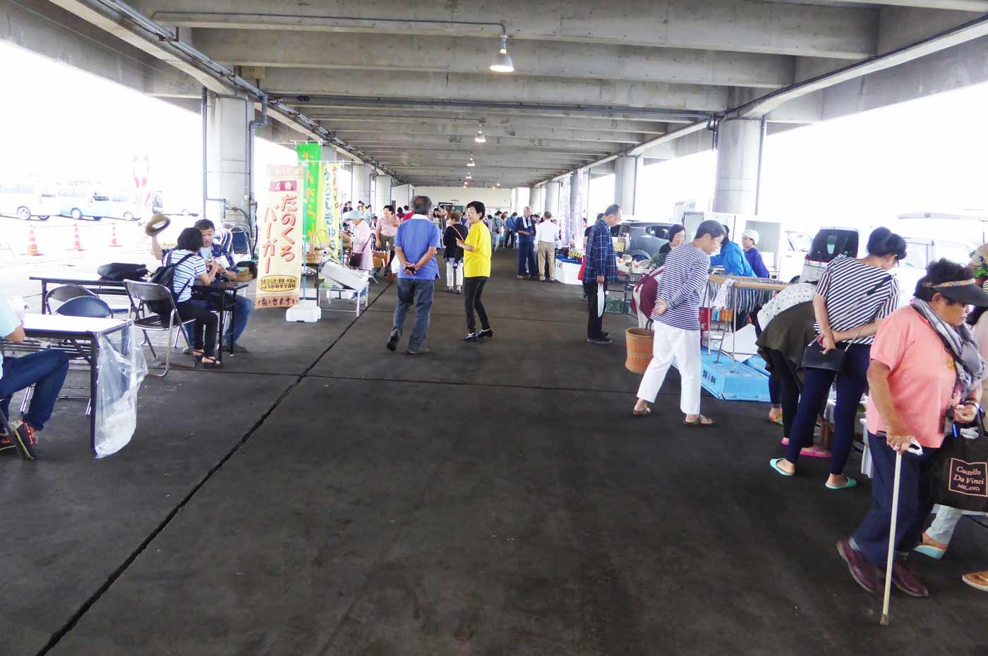 千倉漁港の朝市の風景