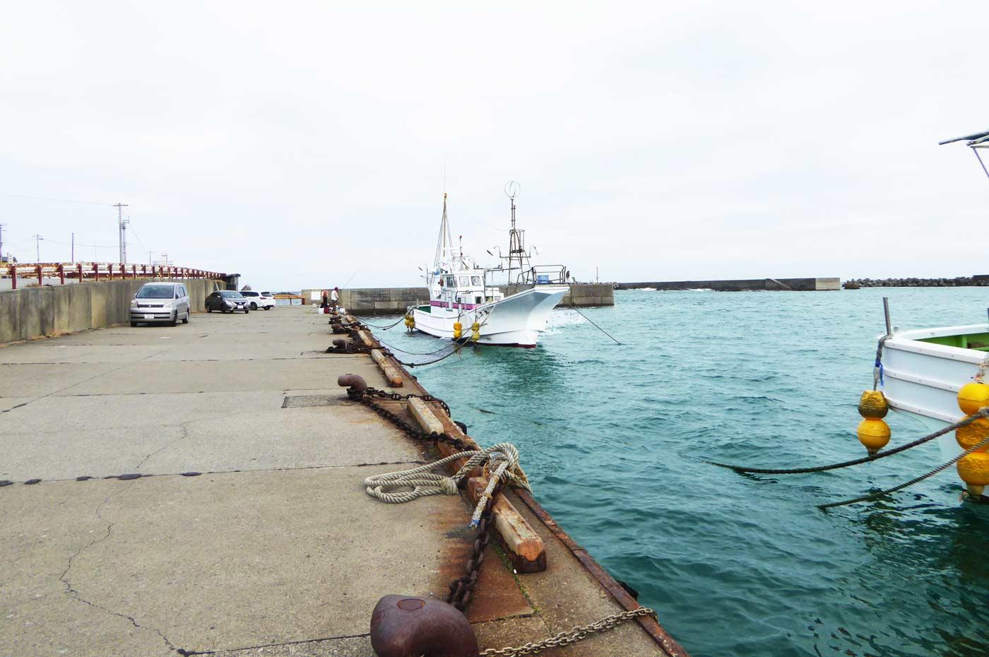 乙浜港の市場前の岸壁2