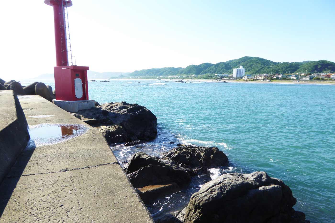 江見港の赤灯台