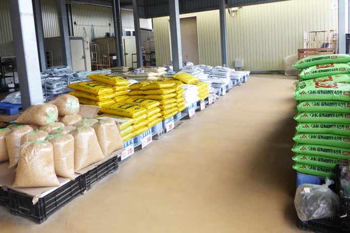 肥料の販売コーナー