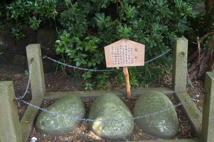 海南刀切神社の力石