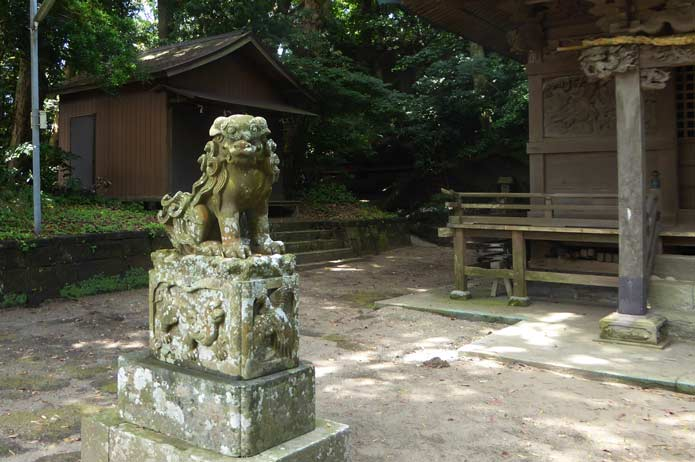 海南鉈切神社の狛犬(右)