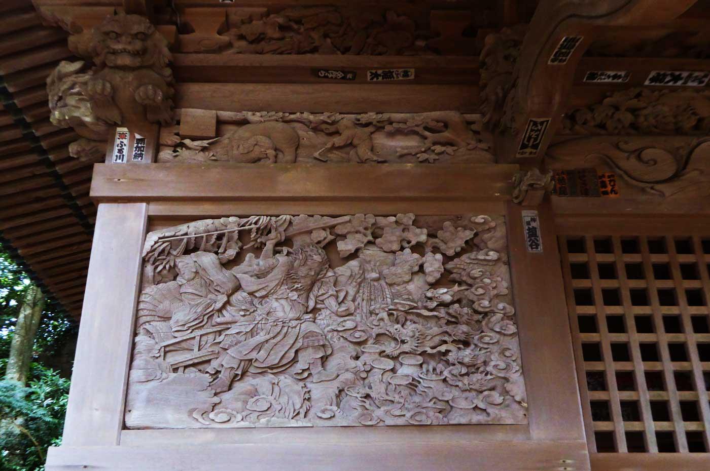 海南刀切神社のヤマタノオロチ伝説の彫刻