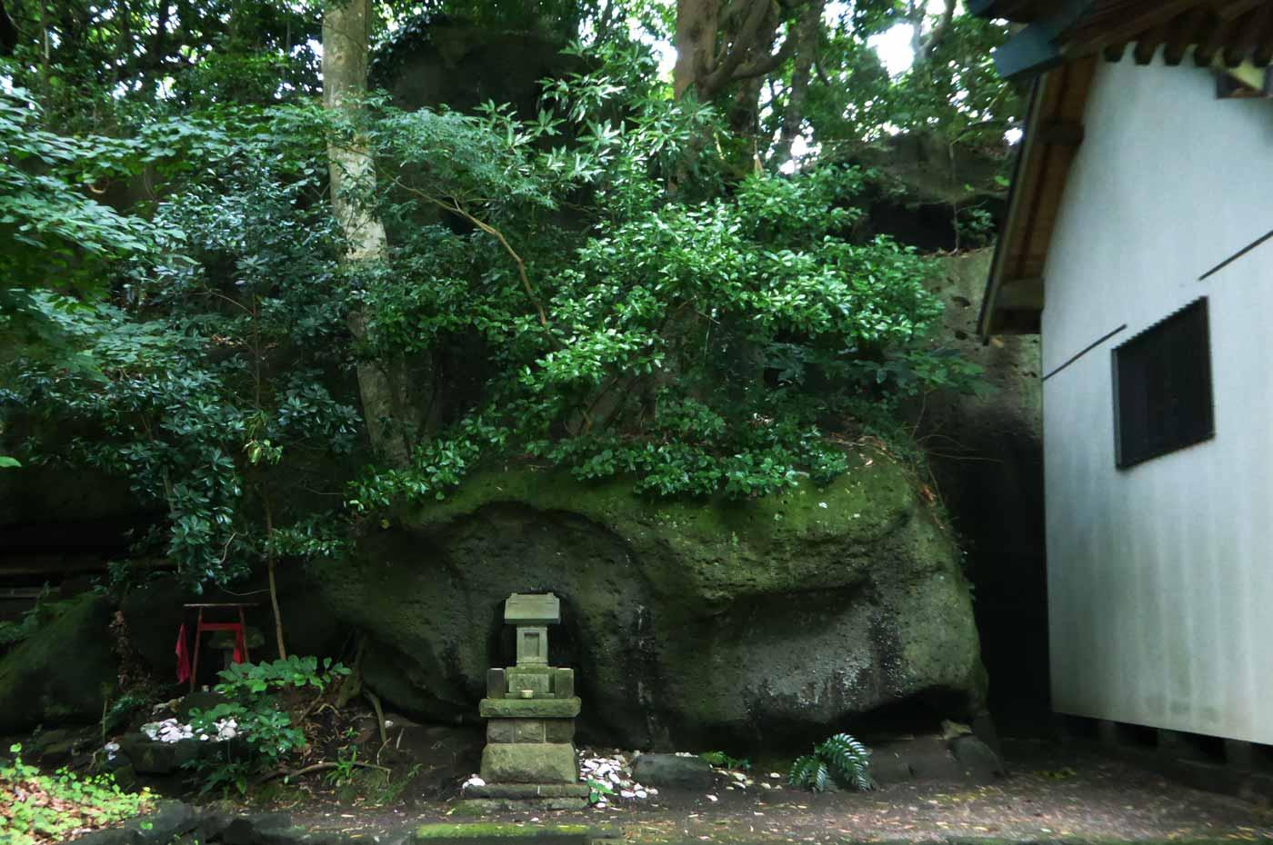 海南鉈切神社の拝殿