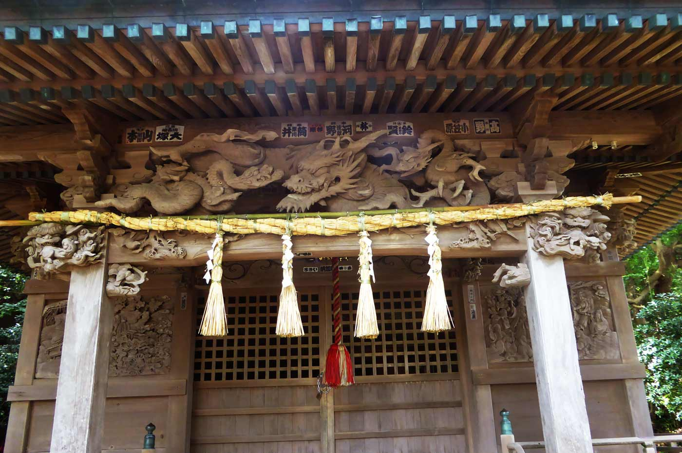 海南刀切神社の龍の彫刻