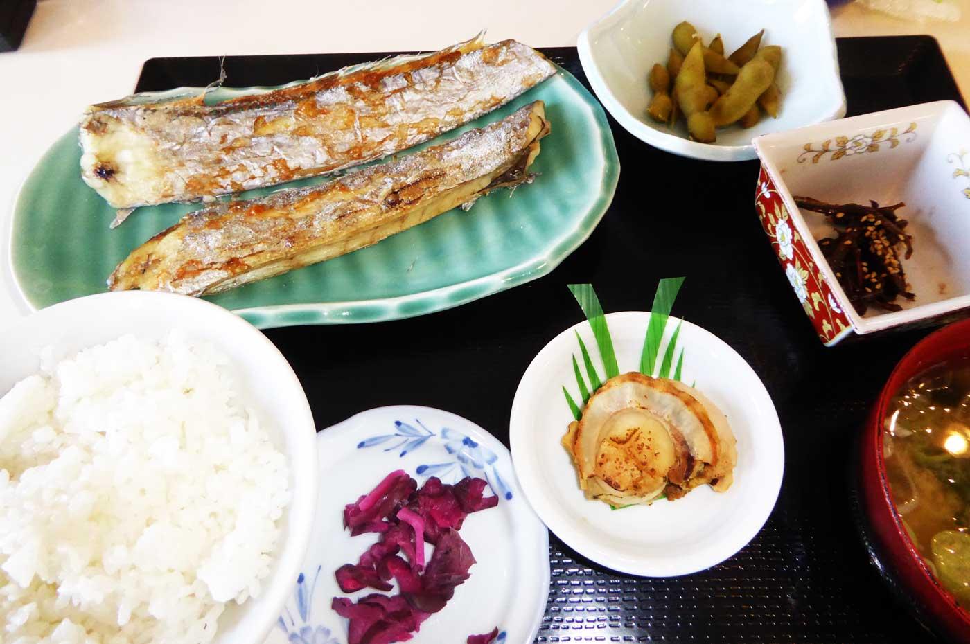 太刀魚の焼き魚定食の写真