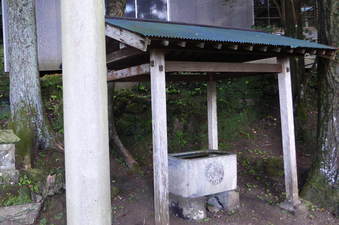 木幡神社の手水石の画像