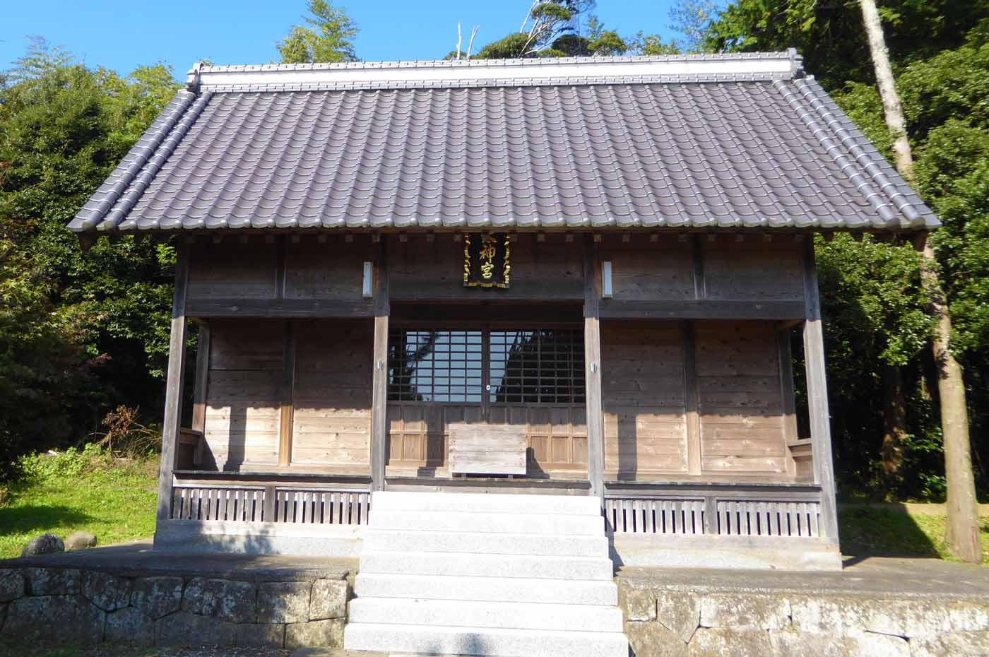 皇神社拝殿アップ画像