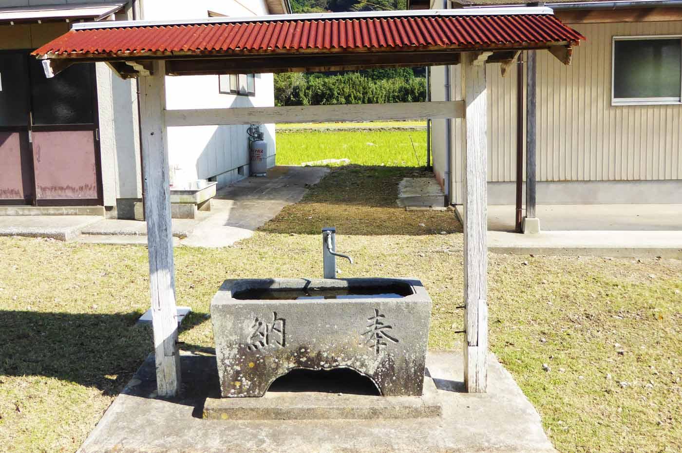 皇神社の手石水