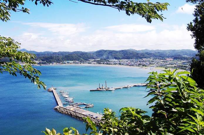 大房岬から富浦湾を望む