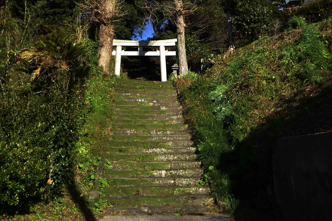 山荻神社の参道の写真