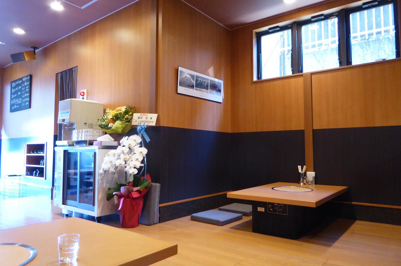 麺屋安のカウンターの画像
