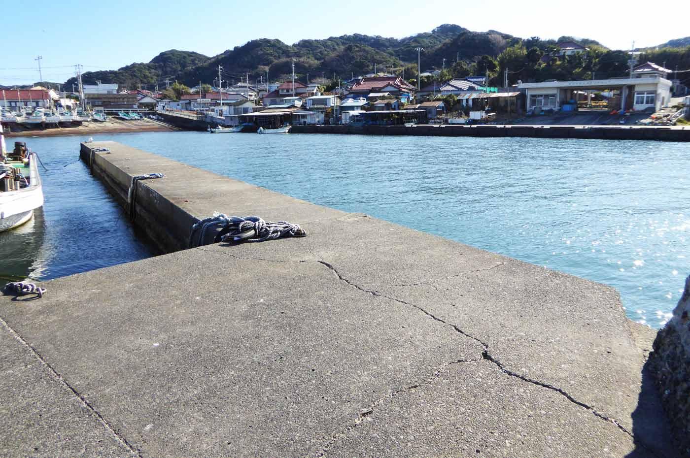 相浜港内の小突堤