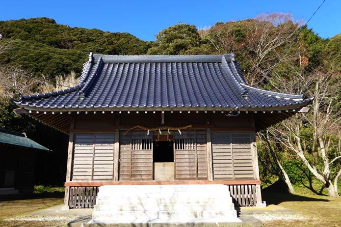 青根原神社の拝殿