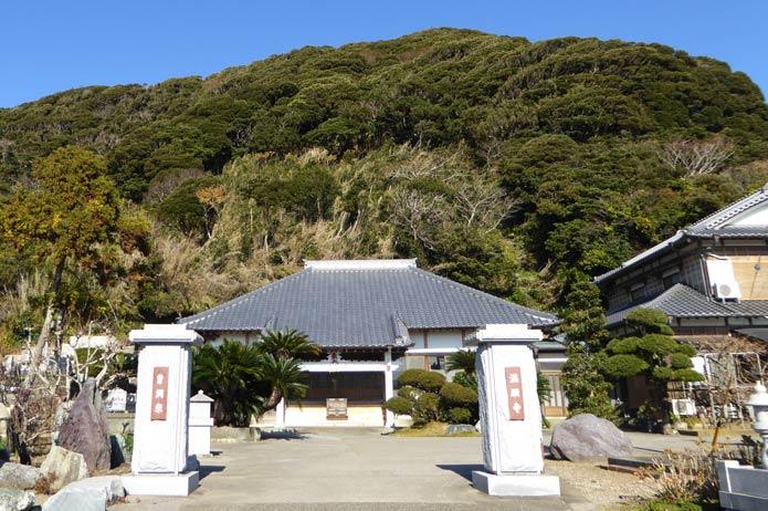 満願寺の境内の写真