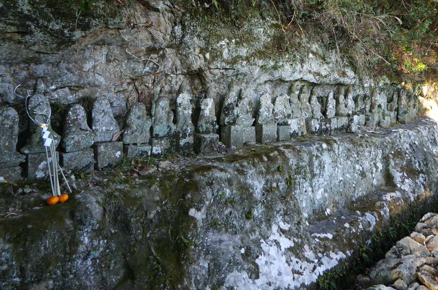 岩屋山波切不動尊の石仏の画像