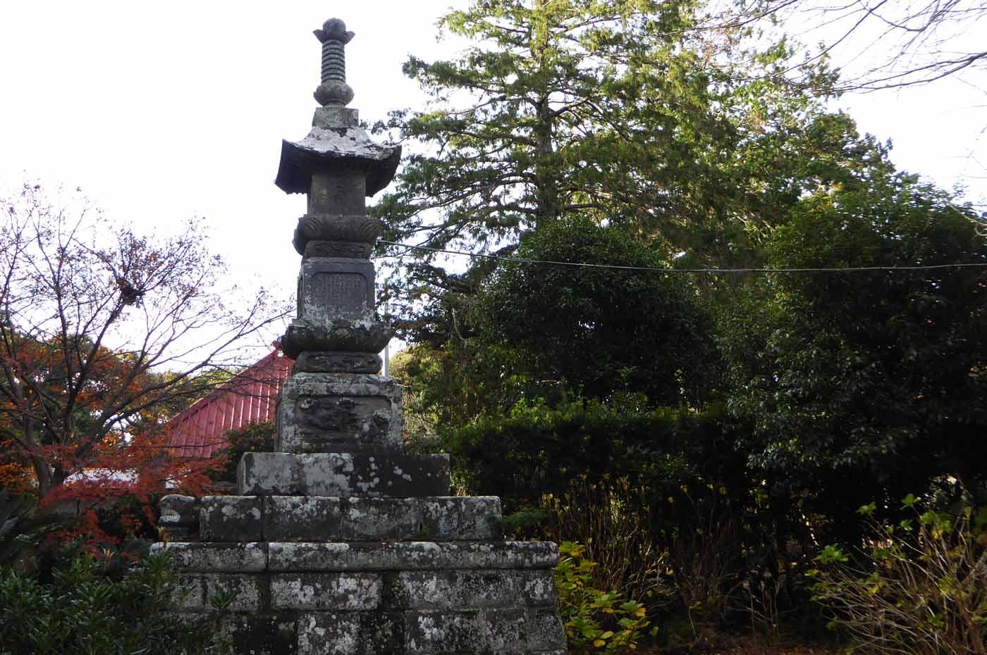 円蔵院の宝篋印塔