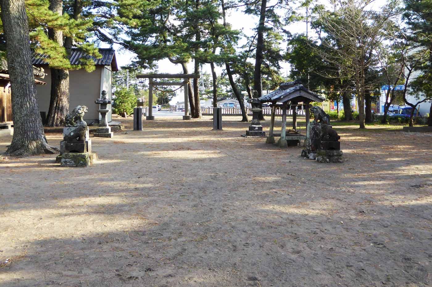 須賀神社境内の画像