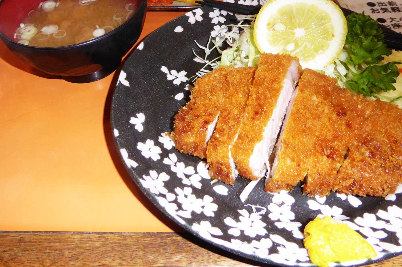 和光食堂のとんかつ定食