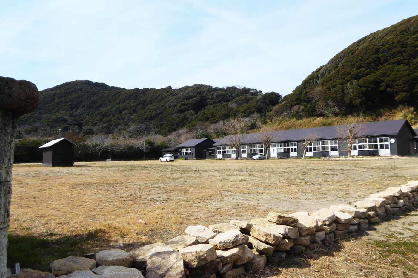 シラハマ校舎の校庭の画像