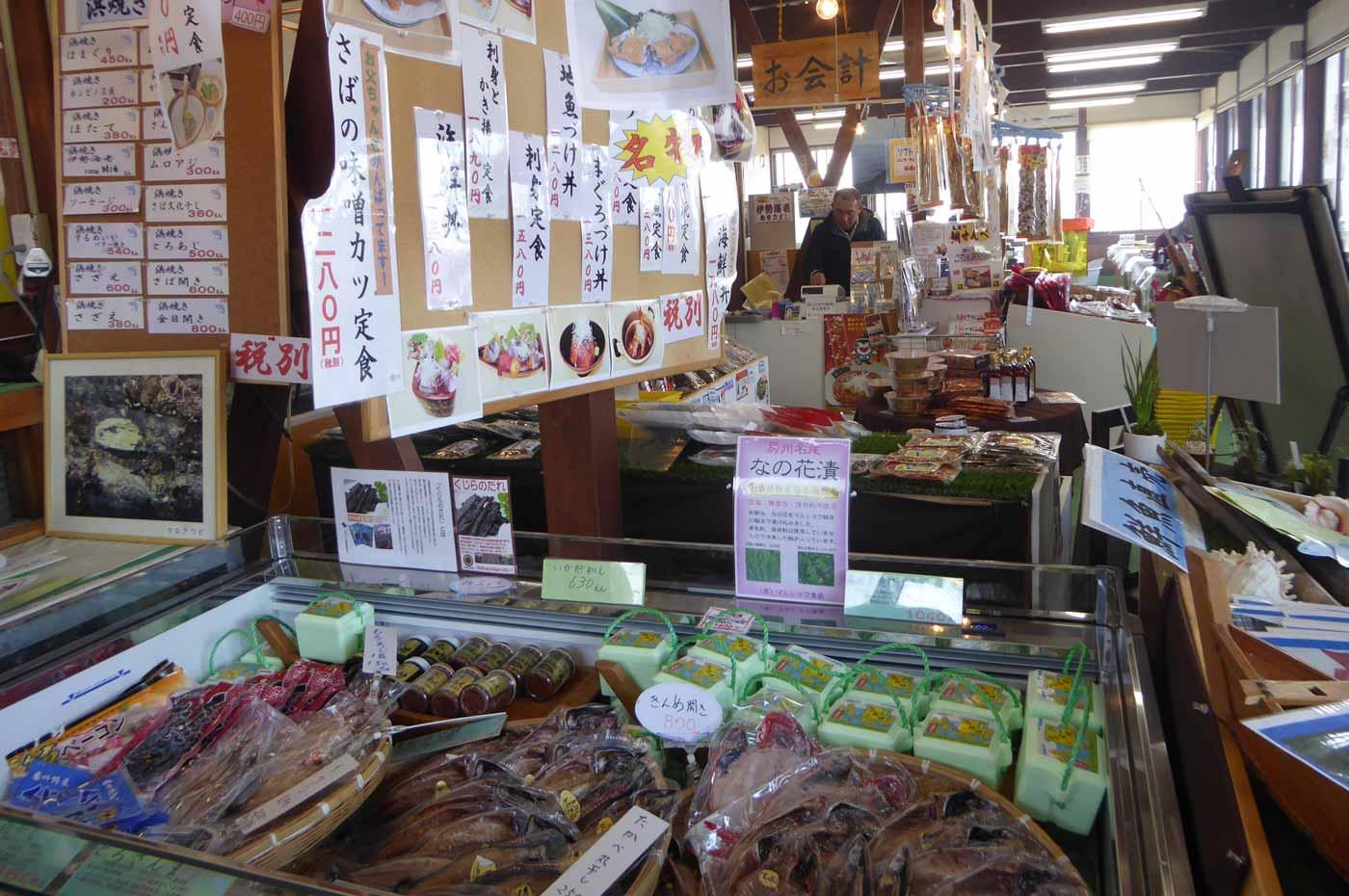 「漁港食堂だいぼ」の店内