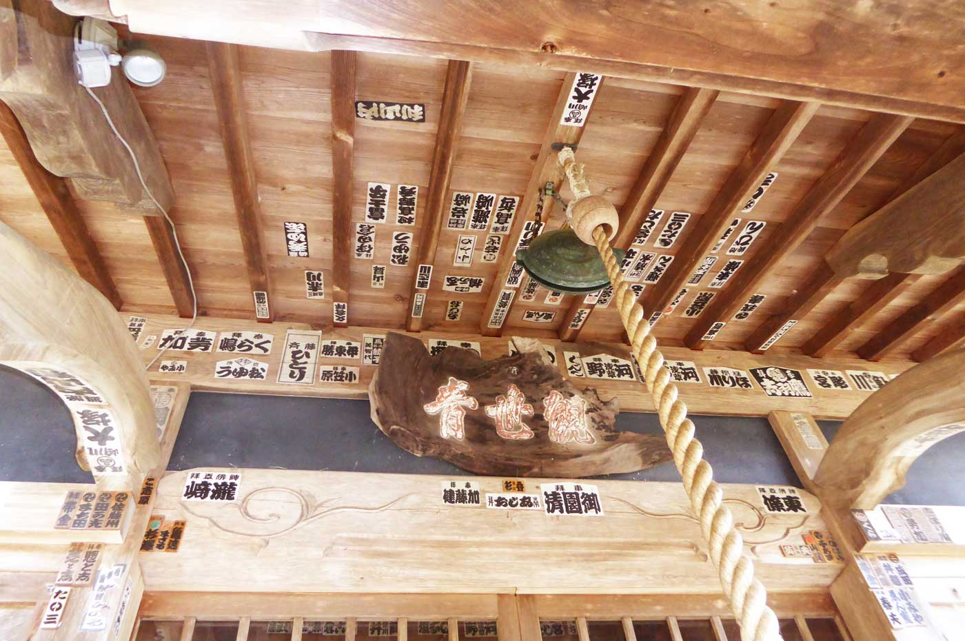 長谷寺の本堂の向拝