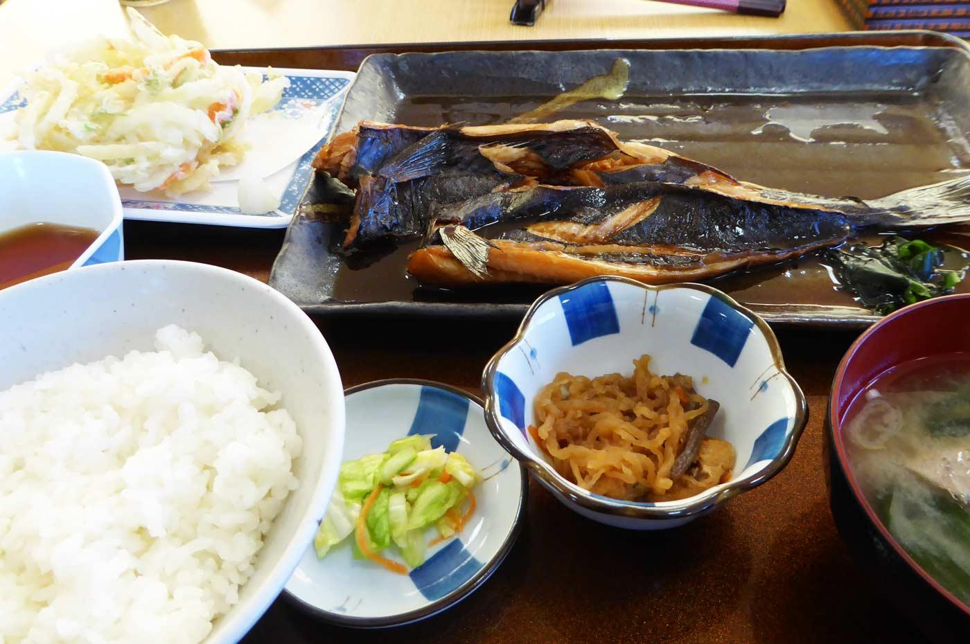エンザラの煮魚定食