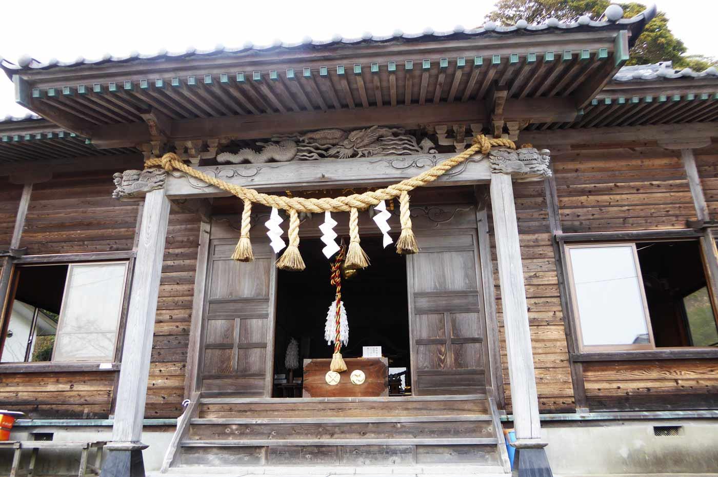 須賀神社拝殿のアップ画像