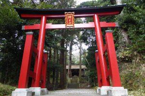 手力雄神社の鳥居と拝殿