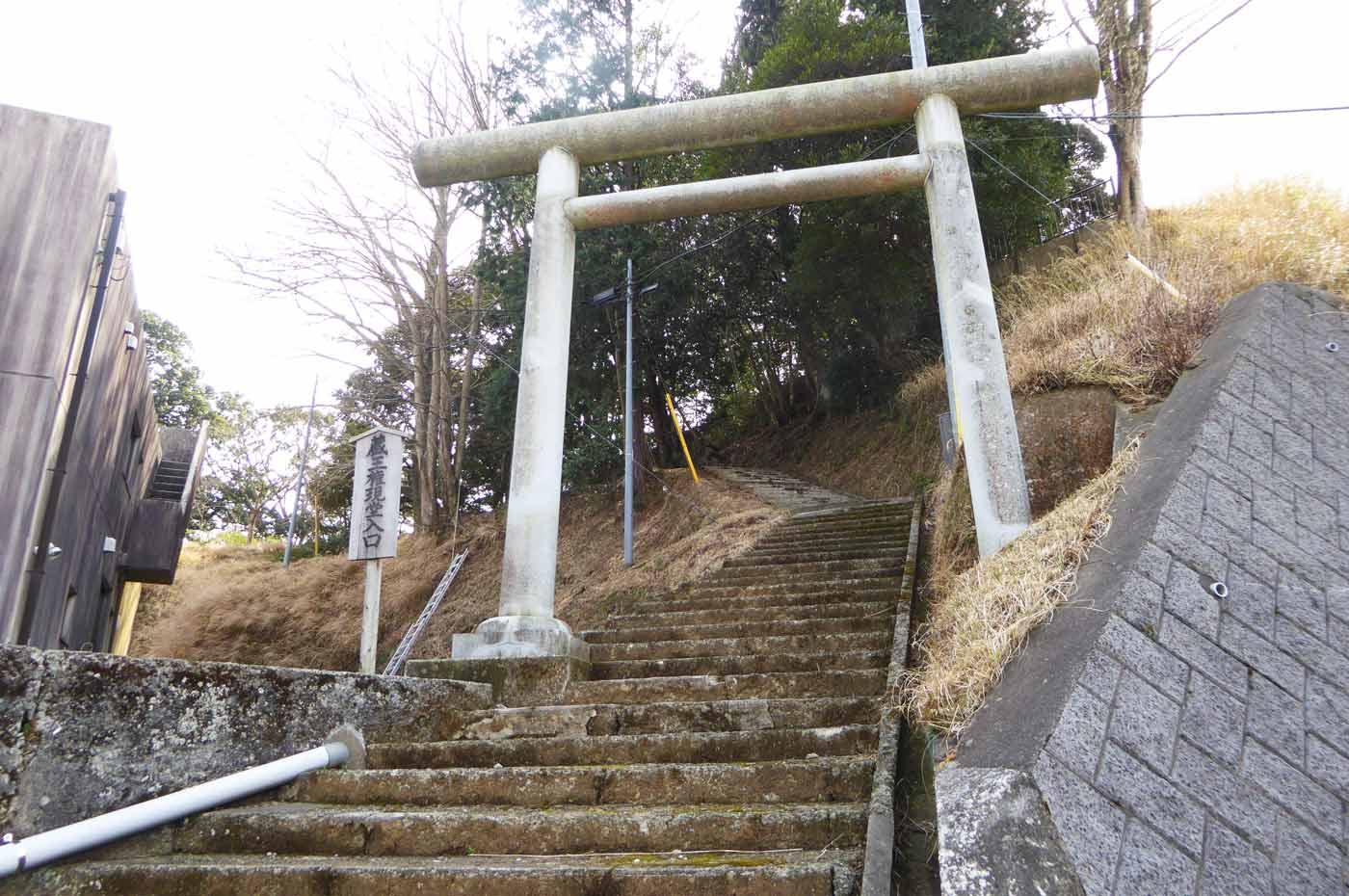 天富神社への階段