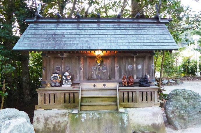 天津神明宮境内の長神社の画像