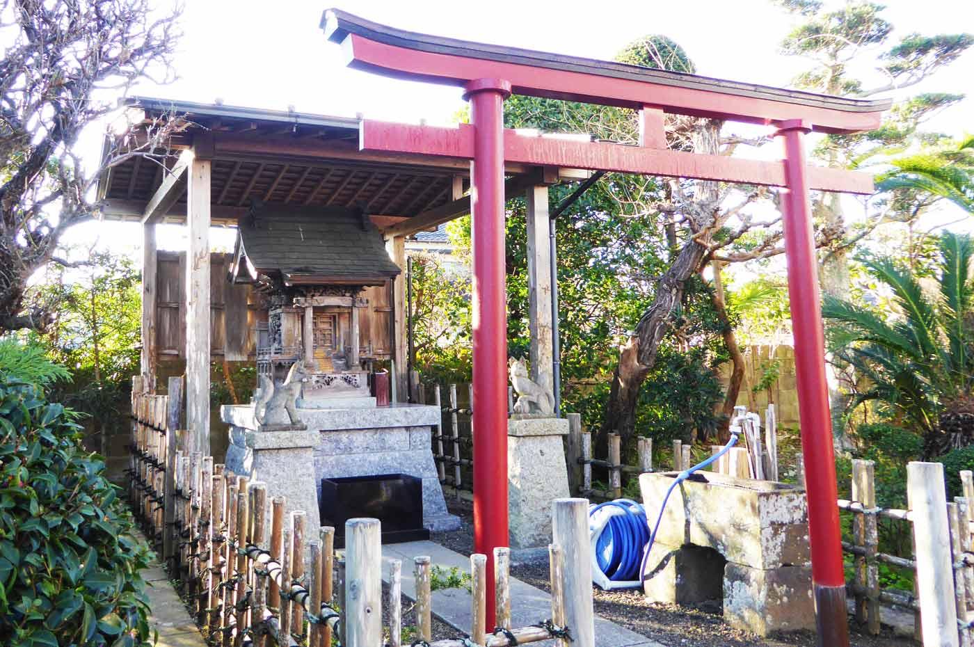 境内の稲荷神社