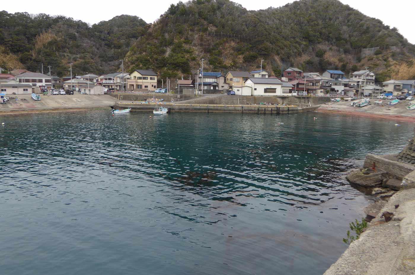 岩井袋港内の全景