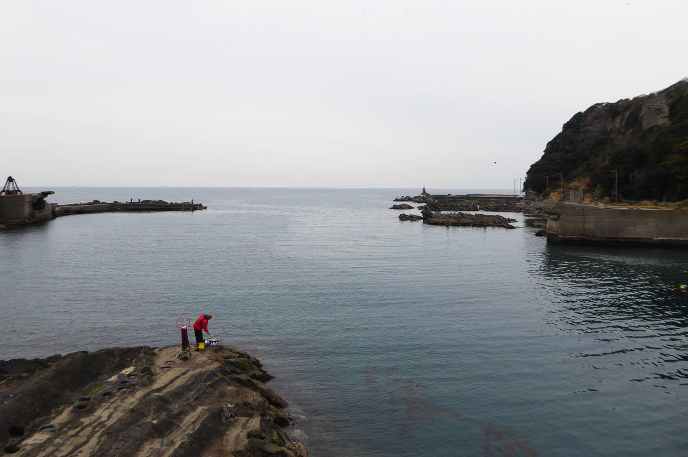 岩井袋港内の岩場