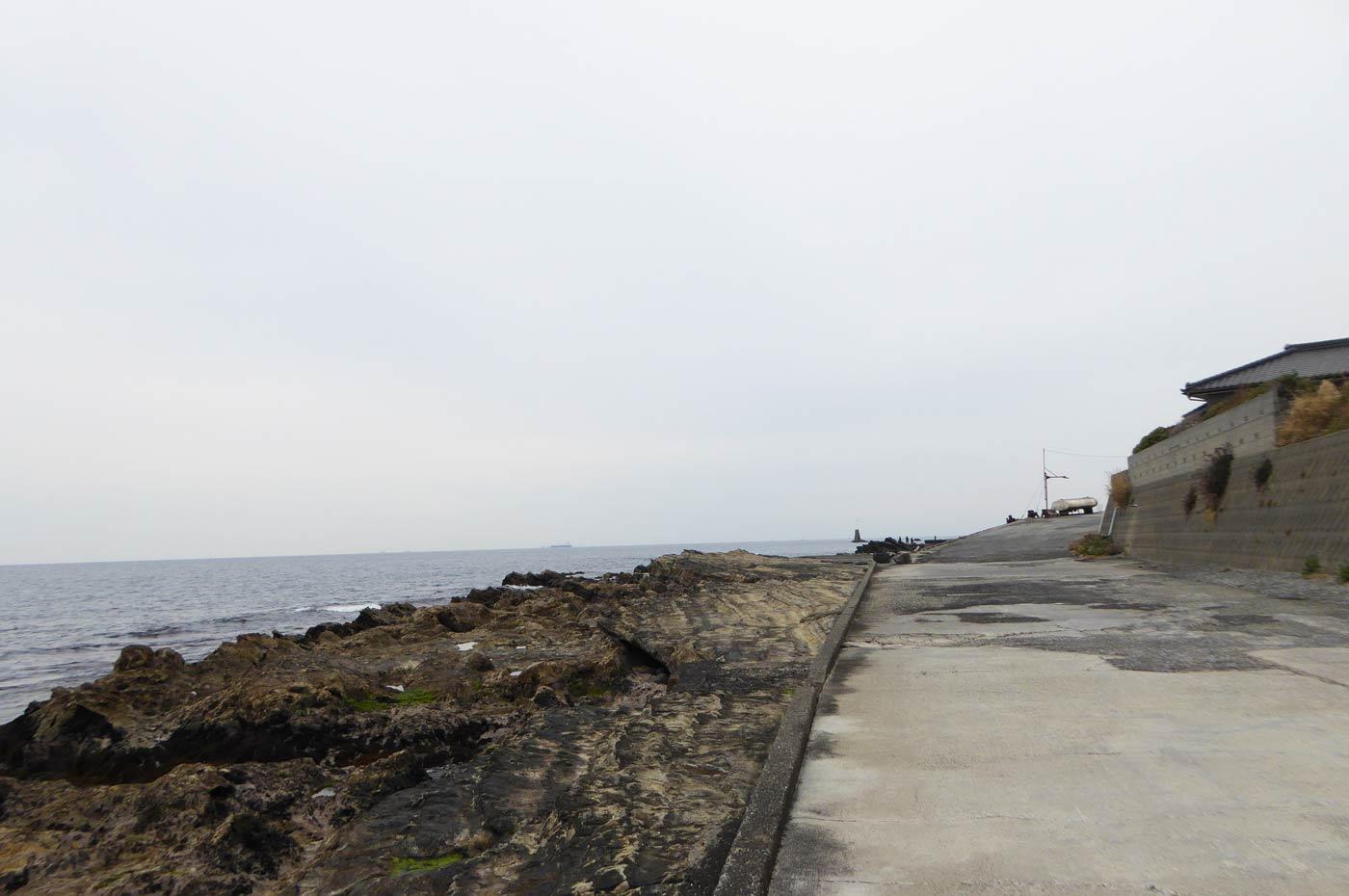 港外側の磯