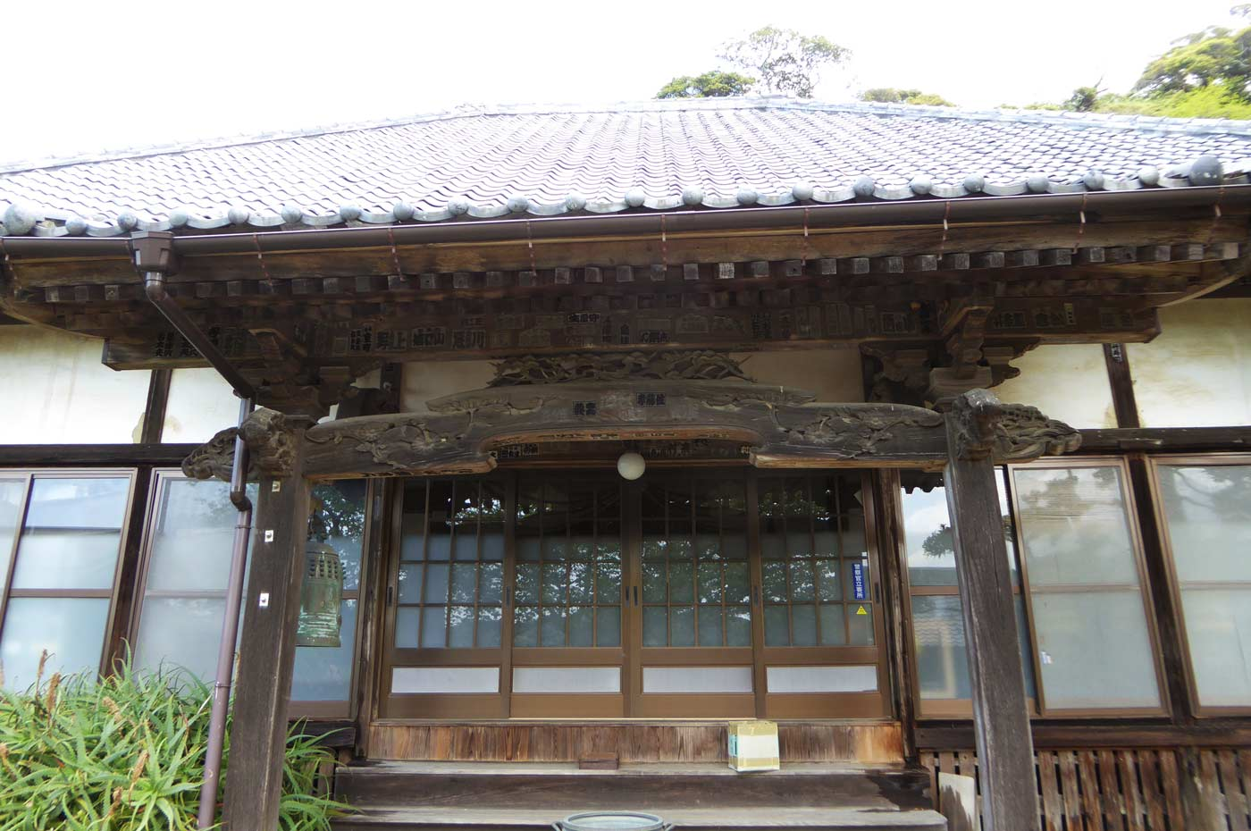 福満寺本堂向拝の画像