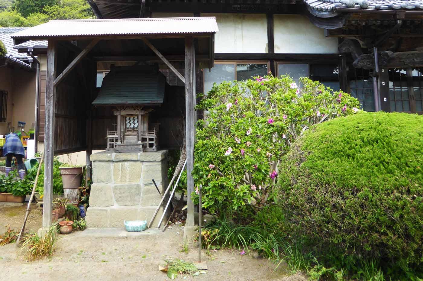 福満寺本堂隣の神社の画像
