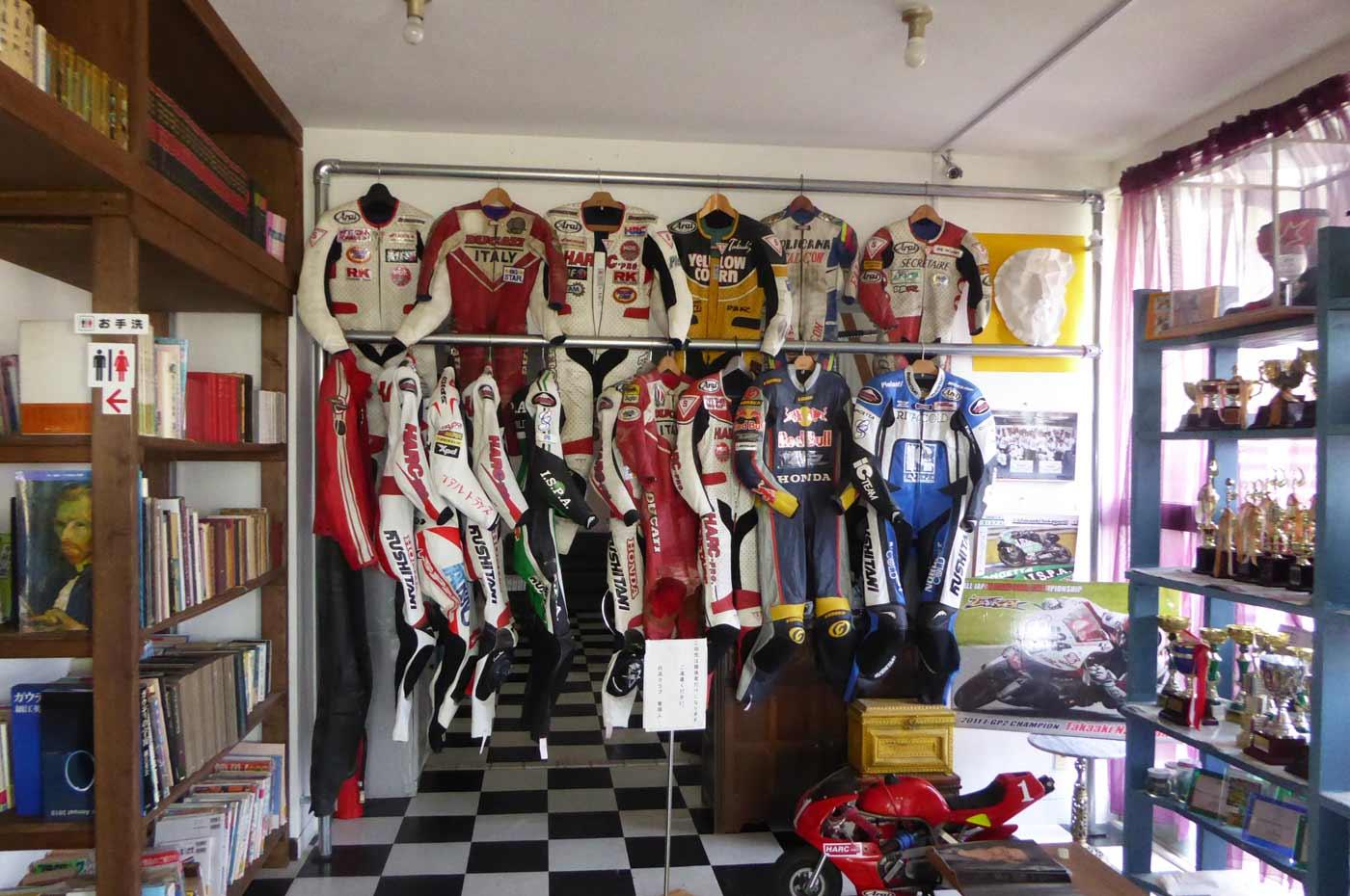 TAKAルームのレーシングスーツ