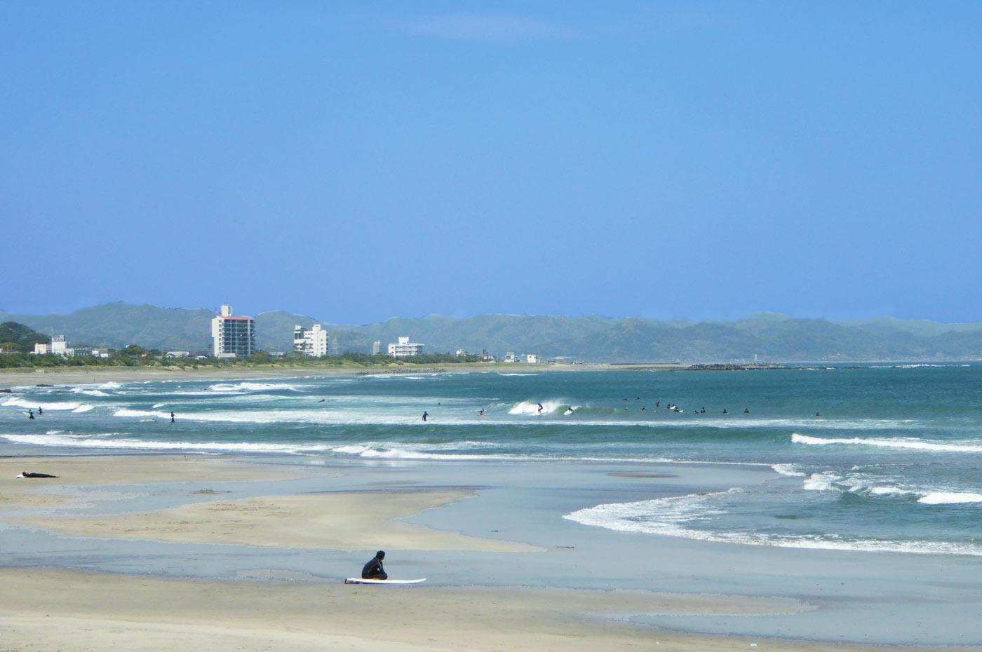 千倉海岸のサーファー