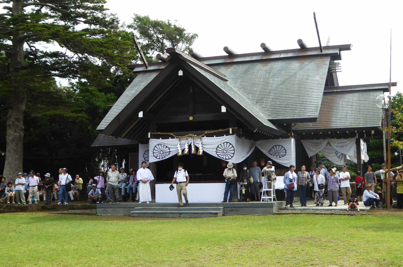 鶴谷八幡宮拝殿の画像