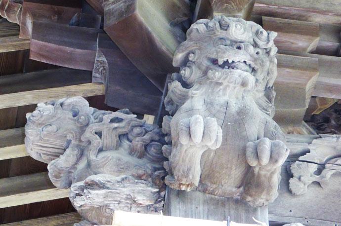向拝の木鼻(右)