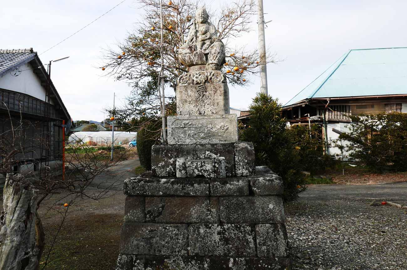 慈眼寺境内の石仏画像