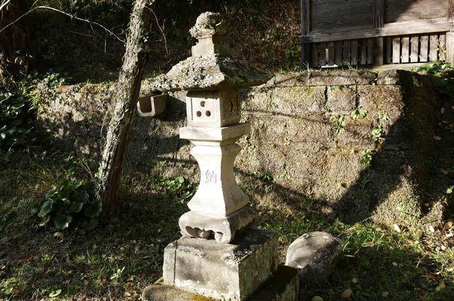 貴船神社石灯籠(左)の画像