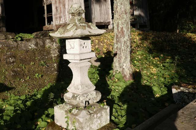 貴船神社石灯籠(右)の画像