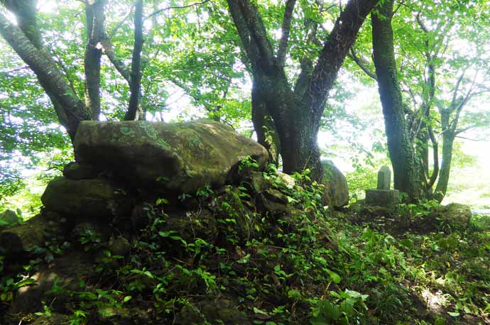 大日山頂上の大日如来の石碑