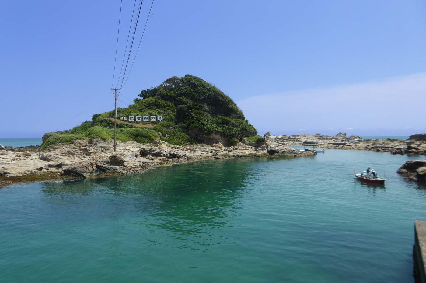 仁右衛門島の観光船の画像
