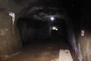 赤山地下壕内部の洞窟